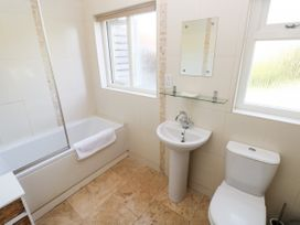 Oysterbank Cottage - South Wales - 1053063 - thumbnail photo 20