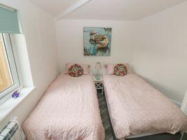 Summer House - South Wales - 1053124 - thumbnail photo 17