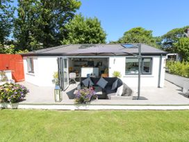 Summer House - South Wales - 1053124 - thumbnail photo 19