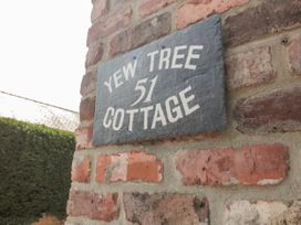 Yew Tree Cottage - Whitby & North Yorkshire - 1053316 - thumbnail photo 3