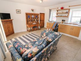 Garden Cottage - South Wales - 1053398 - thumbnail photo 9