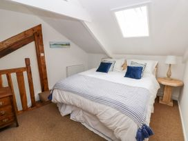 Garden Cottage - South Wales - 1053398 - thumbnail photo 15