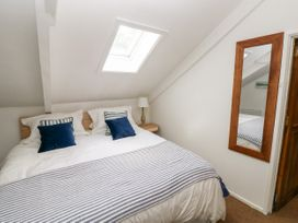 Garden Cottage - South Wales - 1053398 - thumbnail photo 17
