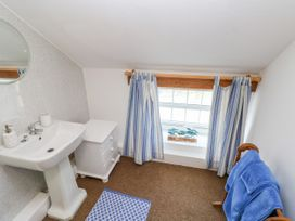 Garden Cottage - South Wales - 1053398 - thumbnail photo 20