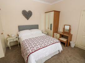 11 Llanion Cottages - South Wales - 1053594 - thumbnail photo 12
