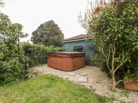 1 Ball Lane - Somerset & Wiltshire - 1053709 - thumbnail photo 44