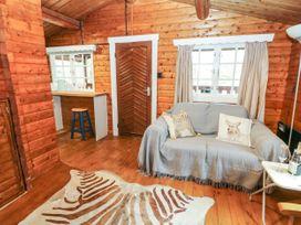 Walker Wood Log Cabin - Peak District - 1053826 - thumbnail photo 7