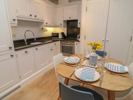 2 Garden Apartment - Devon - 1053912 - thumbnail photo 9