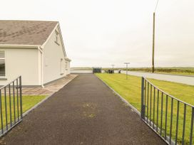 Sea View Lodge - County Clare - 1054100 - thumbnail photo 22