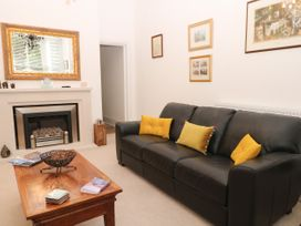2B Cavendish Villas - Peak District - 1054111 - thumbnail photo 4