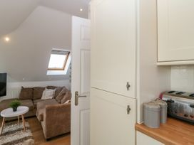 Apartment 3 - Dorset - 1054180 - thumbnail photo 7