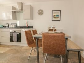 4 Trerammet Crescent - Cornwall - 1054473 - thumbnail photo 2