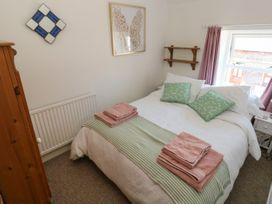 Sea Pickle Cottage - South Wales - 1054710 - thumbnail photo 17