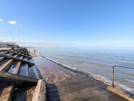 Beachside - North Wales - 1054919 - thumbnail photo 33