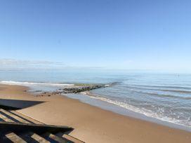 Beachside - North Wales - 1054919 - thumbnail photo 36