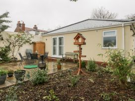 Gabby's Garden Cottage - Whitby & North Yorkshire - 1055005 - thumbnail photo 1
