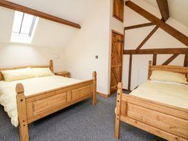 Ploony Barn - Mid Wales - 1055054 - thumbnail photo 12