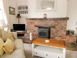 Hatbox Holiday Home - Whitby & North Yorkshire - 1055143 - thumbnail photo 3