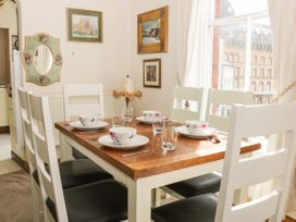 Hatbox Holiday Home - Whitby & North Yorkshire - 1055143 - thumbnail photo 4