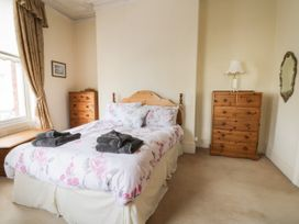 Hatbox Holiday Home - Whitby & North Yorkshire - 1055143 - thumbnail photo 8