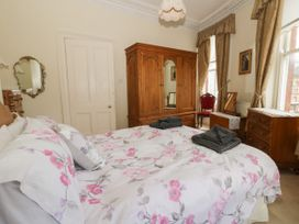 Hatbox Holiday Home - Whitby & North Yorkshire - 1055143 - thumbnail photo 9