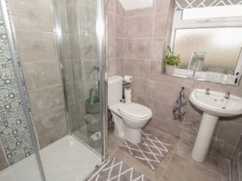 31 Lloyd Street West - North Wales - 1055917 - thumbnail photo 14