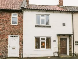 Barnaby Cottage - Whitby & North Yorkshire - 1056106 - thumbnail photo 1