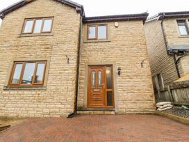 3 bedroom Cottage for rent in Colne
