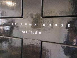 The Pump House Art Studio - Peak District - 1056315 - thumbnail photo 3