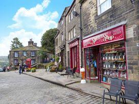 No 19, Haworth - Yorkshire Dales - 1056376 - thumbnail photo 23