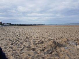 Beach House - North Wales - 1056405 - thumbnail photo 30