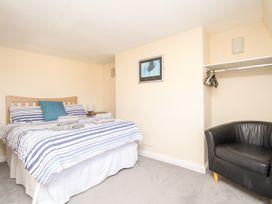 Seaside Apartment - Dorset - 1056647 - thumbnail photo 12