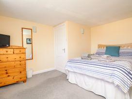 Seaside Apartment - Dorset - 1056647 - thumbnail photo 13