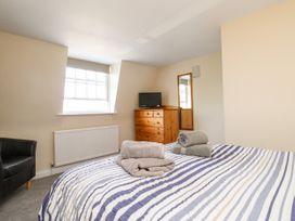 Seaside Apartment - Dorset - 1056647 - thumbnail photo 14