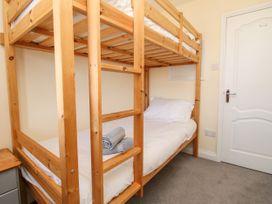 Seaside Apartment - Dorset - 1056647 - thumbnail photo 16