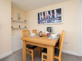 Seaside Apartment - Dorset - 1056647 - thumbnail photo 8