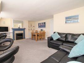 Seaside Apartment - Dorset - 1056647 - thumbnail photo 3