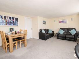 Seaside Apartment - Dorset - 1056647 - thumbnail photo 4