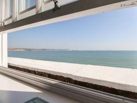 Seaside Apartment - Dorset - 1056647 - thumbnail photo 9