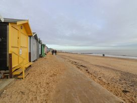 Yellow House on the Corner - Suffolk & Essex - 1056959 - thumbnail photo 33
