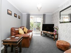 8A Rosewood Avenue - Somerset & Wiltshire - 1057153 - thumbnail photo 2