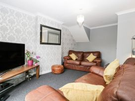 8A Rosewood Avenue - Somerset & Wiltshire - 1057153 - thumbnail photo 3