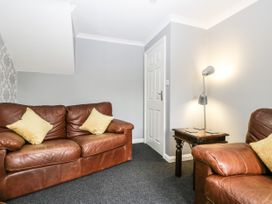 8A Rosewood Avenue - Somerset & Wiltshire - 1057153 - thumbnail photo 4