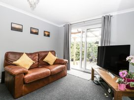 8A Rosewood Avenue - Somerset & Wiltshire - 1057153 - thumbnail photo 5