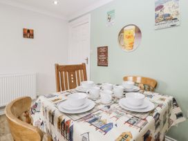 8A Rosewood Avenue - Somerset & Wiltshire - 1057153 - thumbnail photo 6