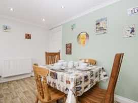 8A Rosewood Avenue - Somerset & Wiltshire - 1057153 - thumbnail photo 7