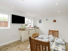 8A Rosewood Avenue - Somerset & Wiltshire - 1057153 - thumbnail photo 9