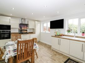 8A Rosewood Avenue - Somerset & Wiltshire - 1057153 - thumbnail photo 10