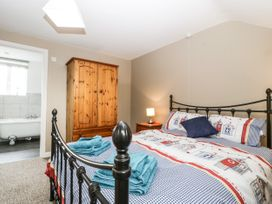 8A Rosewood Avenue - Somerset & Wiltshire - 1057153 - thumbnail photo 12