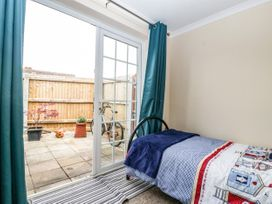 8A Rosewood Avenue - Somerset & Wiltshire - 1057153 - thumbnail photo 16